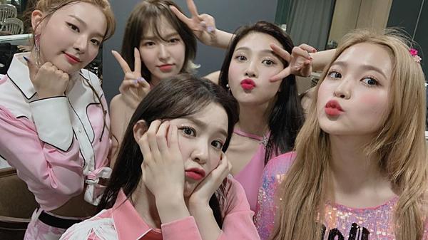 Red Velvet: 17% fanboy, 83% fangirl.