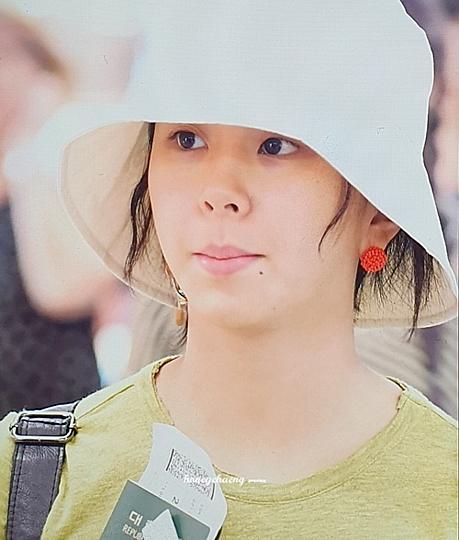 Nữ idol sinh năm 1999 luôn tự tin với khuôn mặt không trang điểm.