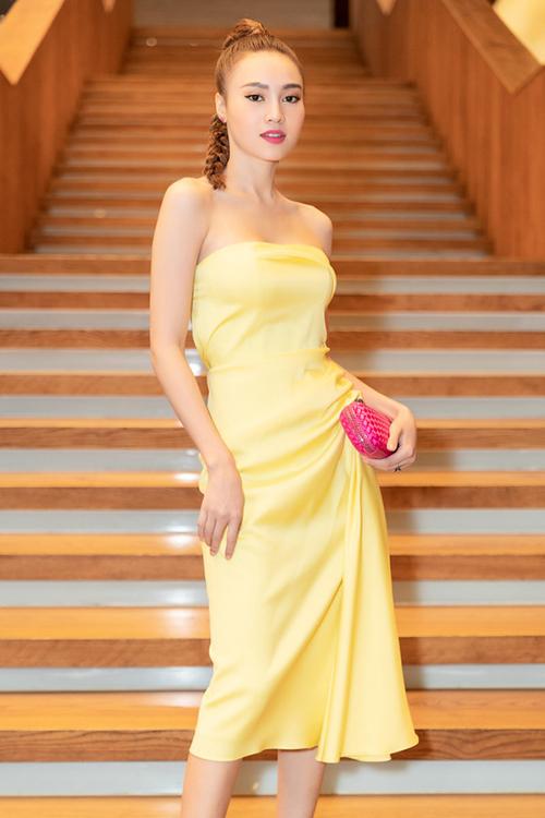 Khi đi tiệc, người đẹp ưa chuộng những mẫu clutch nhỏ nhắn, sang trọng của Bottega Veneta