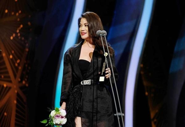 Cảm ơn đã trao cho tôi giải thưởng này. Đó là động lực để tôi gắn bó hơn nữa với công việc làm phim, cô nói.