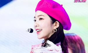 Irene tỏa sáng trên sân khấu comeback