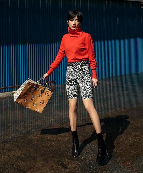 Sản phẩm này cũng được lòng cả fashionista Khánh Linh.