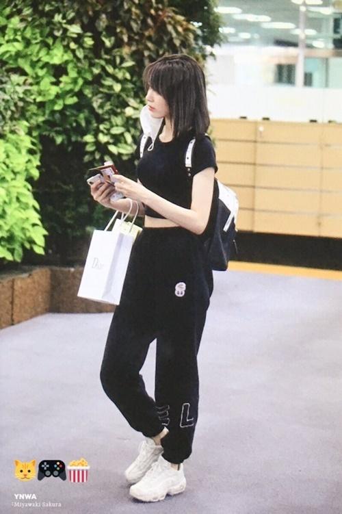 Cô nàng idol người Nhật vốn chỉ quen với hình tượng xuề xòa bỗng lột xác với style đậm chất Hàn Quốc.