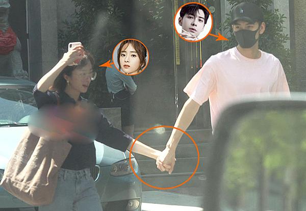 Cặp diễn viên tay trong tay dạo phố. Hồ Băng Khanh còn không cần đội mũ hay đeo khẩu trang.