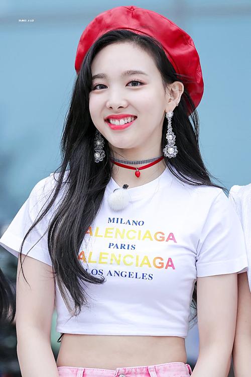 Na Yeon (Twice) luôn mang đến năng lượng tích cực, khiến bầu không khí luôn trở nên tươi vui mỗi khi xuất hiện. Cô nàng sinh ngày 22/9.