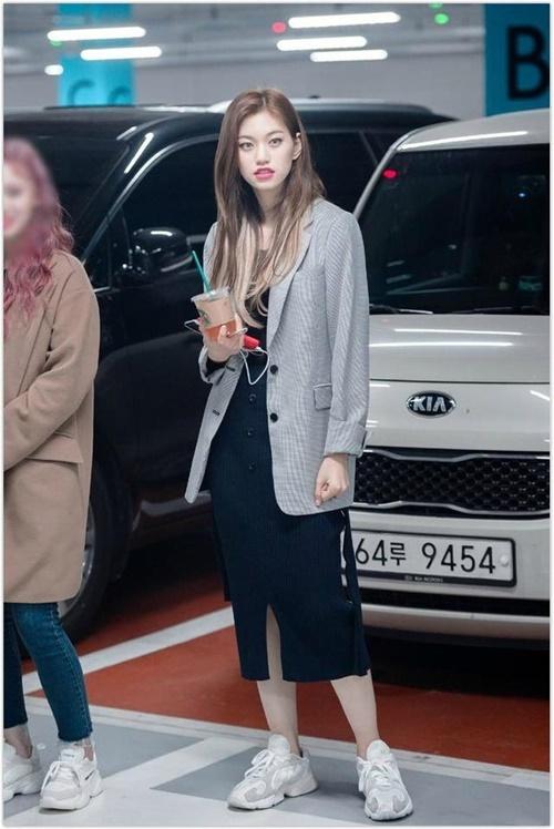 Trang phục hàng ngày của idol có khí chất thời trang nhất Kpop - 10