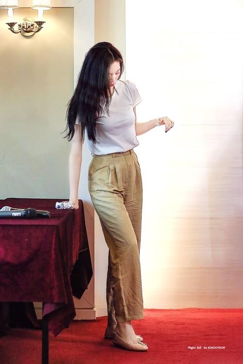 Trang phục hàng ngày của idol có khí chất thời trang nhất Kpop - 3