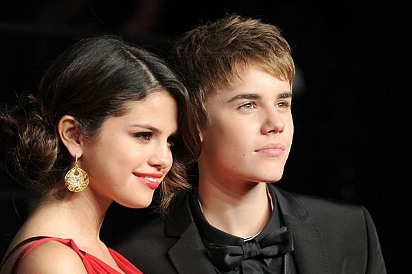 Justin Bieber gián tiếp thừa nhận anh đã làm tổn thương mối quan hệ với Selena Gomez vì trạng tháibất ổn những năm 20 tuổi.