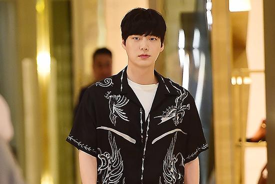 Một nguồn tin phủ nhận việc Ahn Jae Hyun ngoại tình.
