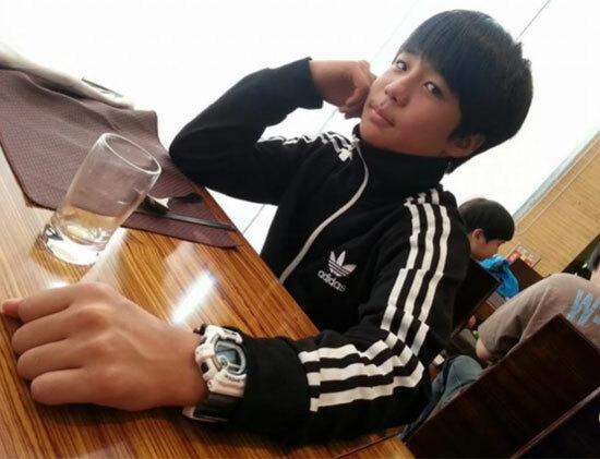 Ảnh thuở cắp sách tới trường này là idol Hàn nào? - 2