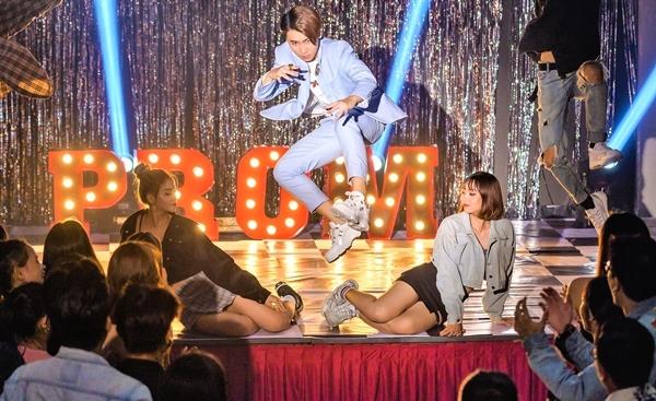 Huy Cung chứng tỏ khả năng hát, vũ đạo trong MV debut.