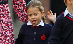 Công chúa Charlotte bẽn lẽn trong ngày đầu đến trường