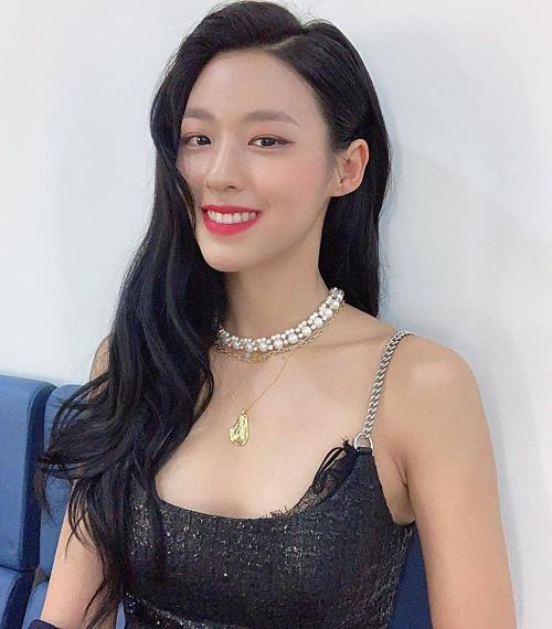 Seol Hyun ngày càng quyến rũ, trưởng thành.