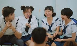 Trịnh Thảo kéo hội bạn thân 'đại náo' trường cũ