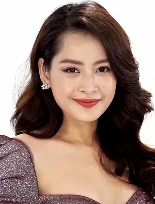 Cách trang điểm trong veo kiểu Hàn Quốc không làm nổi bật lên những đường nét của Chi Pu, đặc biệt là đôi mắt rất to và có hồn.