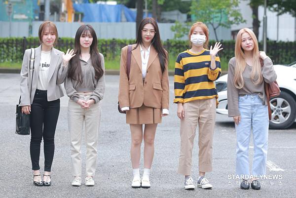 Sáng 6/9, Red Velvet có mặt ở trường quay KBS để tổng duyệt sân khấu cho show âm nhạc Music Bank.