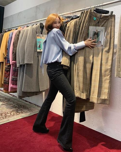 Hyo Min như cô nàng cuồng shopping.