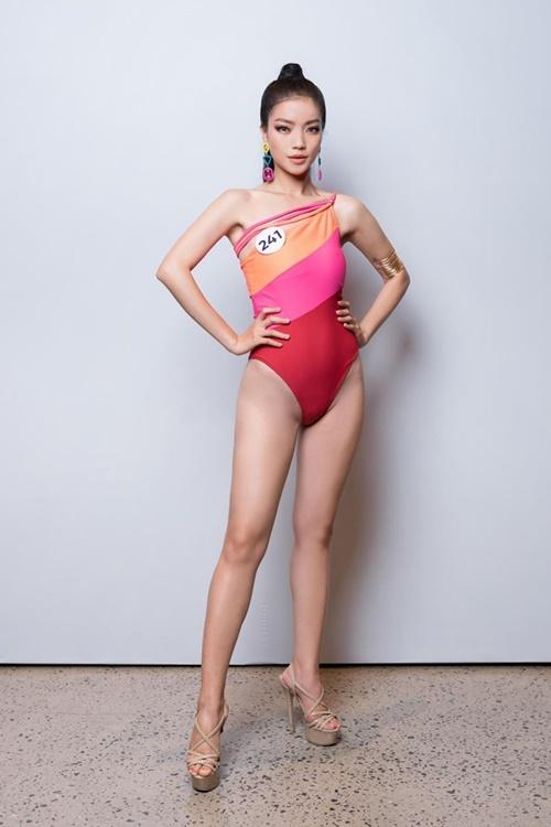 Lâm Thị Bích Tuyền thi Hoa hậu Hoàn vũ Việt Nam vào phút chót. Trước đó, cô vào top 15 Miss World Vietnam.
