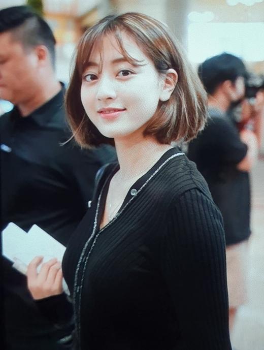 Ji Hyo luôn tươi tắn dù lịch trình dày đặc.