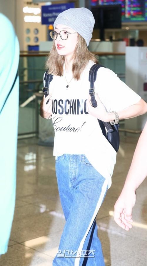 Jennie được khen đẹp với mọi phong cách khi ra sân bay - 4