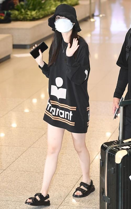 Jennie được khen đẹp với mọi phong cách khi ra sân bay - 6