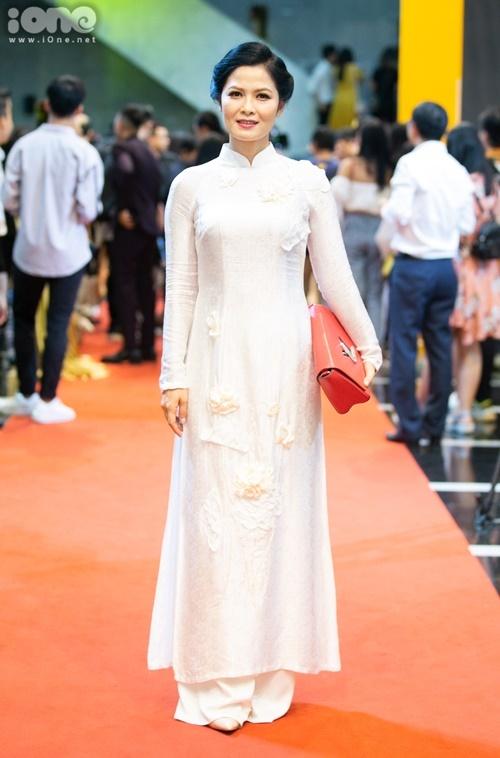 Diễn viên Thân Thúy Hà đóng vai cô Hạnh trong Về nhà đi con.