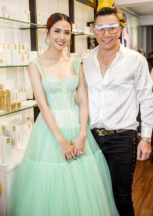 Người mẫu Nam Phong tư vấn nhiều cho Phan Thị Mơ khi biết đàn em chuyển hướng kinh doanh.