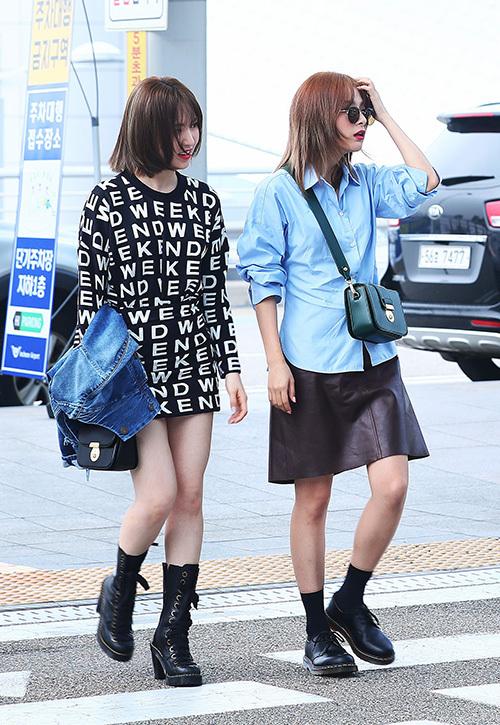Sáng 9/9, Wendy và Seul Gi có lịch chụp ảnh quảng cáo ở Mỹ. Hai thành viên Red Velvet xuất hiện với phong cách hiện đại, thời thượng.