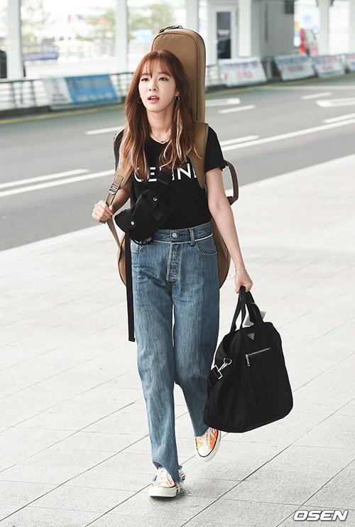 Dara lên đường sang Myanmar và trở thành đề tài gây sốt trên các trang tin vì vẻ ngoài trẻ trung.