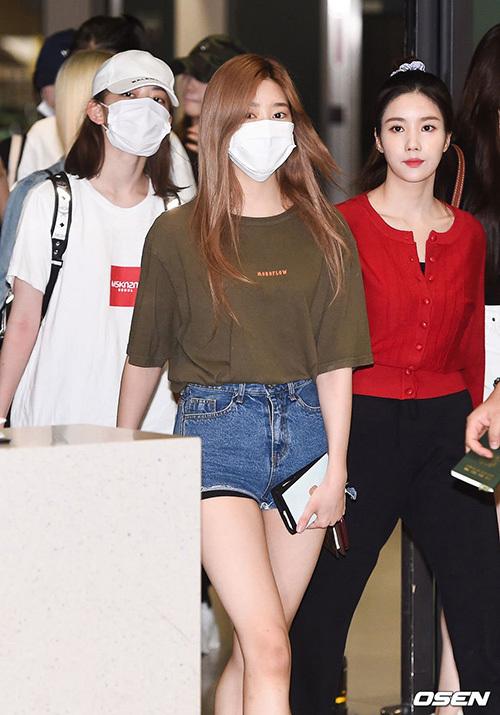 Các thành viên IZONE trở về Hàn Quốc sau khi hoàn thành lịch trình ở Nhật.
