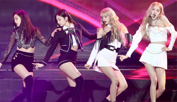Blackpink - một trong những nhóm nhạc Kpop sở hữu nhiều bản hit với những vũ đạo sôi động.