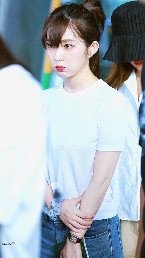 Tzuyu - Irene gây náo loạn sân bay vì kiểu tóc mới