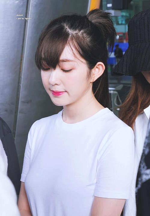 Tzuyu - Irene gây náo loạn sân bay vì kiểu tóc mới - 1
