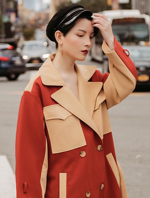 Thời gian qua, ngoài việc đóng MV cho nhiều ca sĩ, Hồng Xuân vẫn là người mẫu lookbook đắt showở Hà thành.