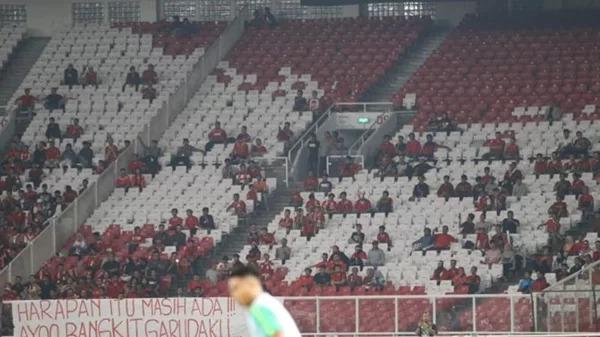 Sân Bung Karno vắng bóng khán giả tại trận đấu Indonesia và Timor Leste, trong khuôn khổ AFF Cup 2018.