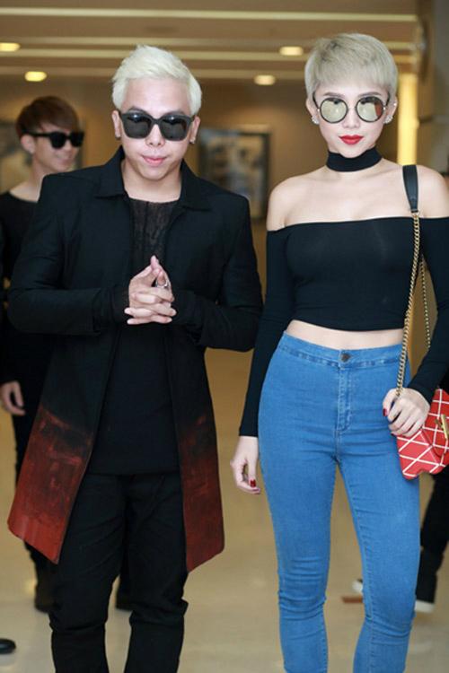 Sau cuộc thi The Remix 2015, Tóc Tiên và Hoàng Touliver dần thân thiết với nhau. Tin đồn tình cảm giữa hai người bắt đầu rộ lên.