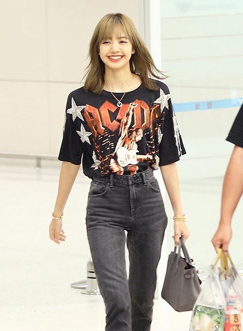 Túi Etain Togo Birkin màu xám nhã nhặn mà Lisa từng diện tại sân bay