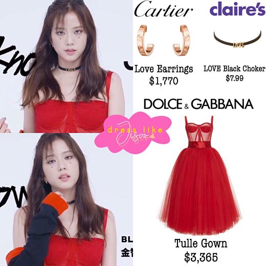 Bộ đầm đỏ là thiết kế của Dolce & Gabbana có giá 3.365 USD (gần 78 triệu VNĐ). Những item khác của set đồ bao gồm:cardigan Sandro giá 239 bảng Anh (khoảng 6,8 triệu VNĐ), choker Claires giá 4 USD (khoảng 93.000 VNĐ), bông tai Cariter 1.770 USD (khoảng 40 triệu VNĐ).