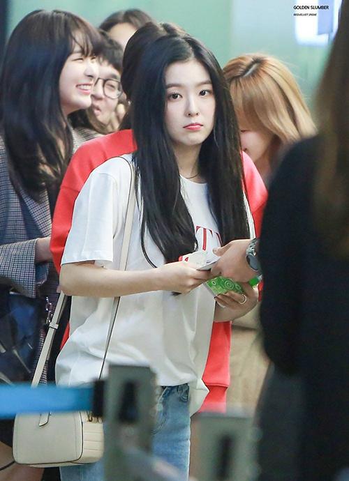 Nhiều chiếc áo phông nhờ Irene trở thành cơn sốt được nhiều cô gái lùng mua theo.