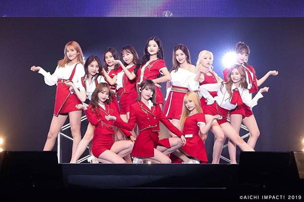 IZONE nhiều lần bị netizen chỉ trích bình hoa di động, girlgroup bất tài.