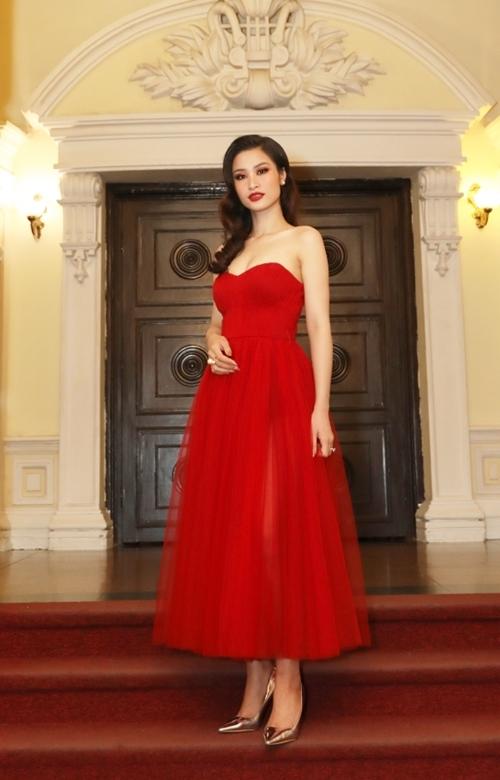 Đêm nhạc kỷ niệm 30 năm thành lập hãng hàng không Eva Air với sự góp mặt của Đông Nhi, dàn nhạc giao hưởng Evergreen và nghệ sĩ vĩ cầm nổi tiếng đến từ Đài Loan Richard Lin. Nữ ca sĩ Việt được chờ đợi vì có màn trình diễn những ca khúc hit theo phiên bản mới.