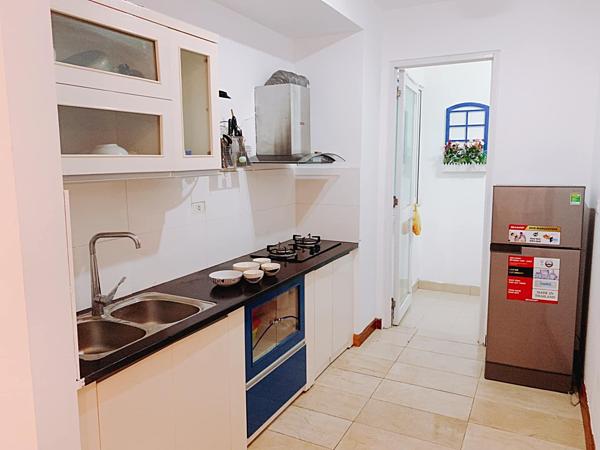 Nhà bếp đơn giản, nhỏ gọn nhưng đầy đủ tiện nghi.