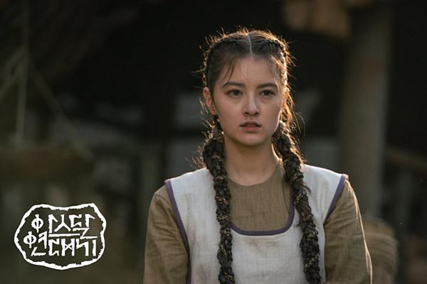 Mỹ nhân mang 2 dòng máu Nga - Hàn Ahn Hye Won cũng gây chú ý khi xuất hiện trong phần 3 củaArthdal Chronicles. Cô vào vaiNun Byul, người con gái cuối cùng còn sót lại của tộc Neanthal mang dòng máu xanh và sở hữu siêu năng lực. Nhan sắc của Nun Byul cũng là một điểm công gây thương nhớ của nhân vật này trong phim.