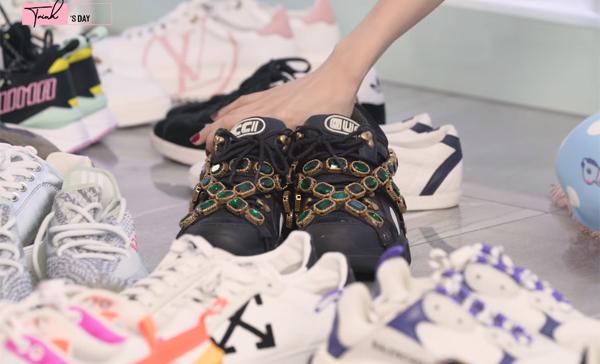 Cũng như nhiều món hàng hiệu khác, Ngọc Trinh sắm sneakers về đôi khi chỉ để chụp ảnh hoặc trưng bày thay vì giá trị sử dụng. Người đẹp tiết lộ trong bộ sưu tập, đôi Gucci Flask Trek giá khoảng 35 triệu đồng là đắt nhất, tuy nhiên cô chỉ mới dùng đúng một lần để chụp hình vì khó phối đồ.