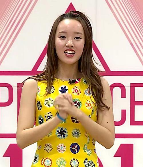 Khi tham gia show Produce 101, Sei từng bị chế nhạo vì phần trán cao quá mức. Cô thậm chí còn bị gọi với biệt danh Cô nàng trán cao của Produce 101.
