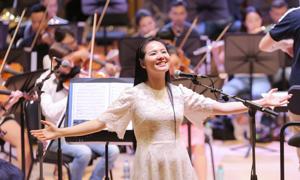 Phạm Thùy Dung tập hát cho live concert 'Trăng Hát'