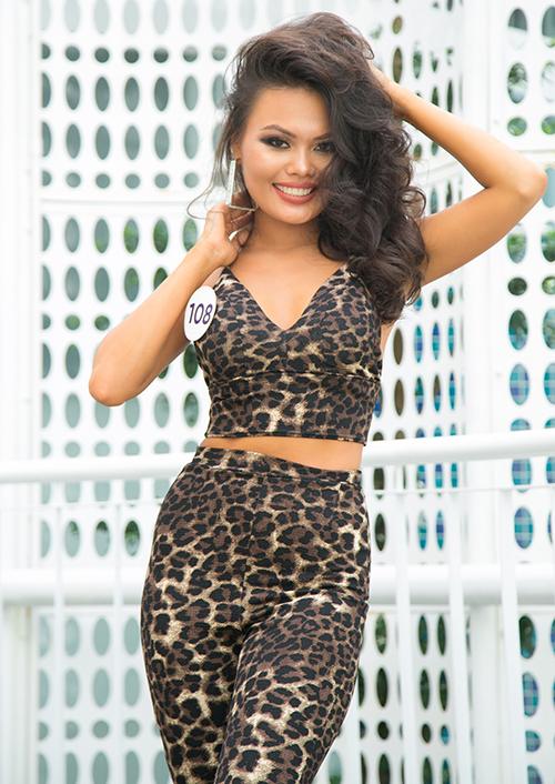 Nguyễn Thị Anh Thư (Bình Thuận) là thí sinh gây chú ý ở vòng sơ khảo phía Nam. Cô gái sinh năm 1993 tuy không có chiều cao tốt (1,68 m) nhưng lại ghi điểm nhờ làn da nâu khỏe khoắn, mái tóc xoăn xù độc đáo cùng thần thái rạng rỡ.