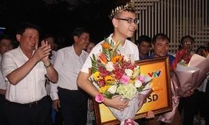 Trần Thế Trung được chào đón khi về quê nhà