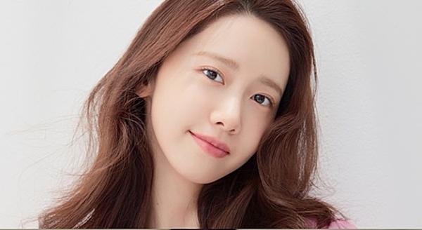 Yoona đang ghi dấu ấn với vai trò diễn viên.