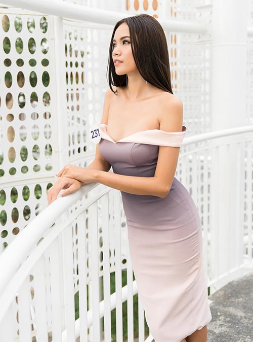 Hoàng Phương học năm cuối khoa Kiến trúc - Đại học Hutech TPHCM, hiện hoạt động người mẫu và nhân viên tổ chức sự kiện. Cô từng trình diễn tại tuần lễ thời trang Seoul, Hàn Quốc cuối tháng 3/2019.